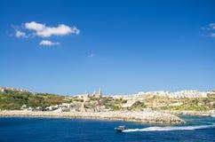 Vista da cidade portuária Mgarr da vila na ilha de Gozo, Malta imagens de stock royalty free