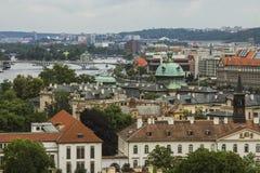 Vista da cidade velha de Praga de um ponto culminante Telhados vermelhos, arquitetura histórica República checa Fotografia de Stock Royalty Free
