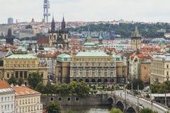 Vista da cidade velha de Praga de um ponto culminante Telhados vermelhos, arquitetura histórica República checa Imagens de Stock