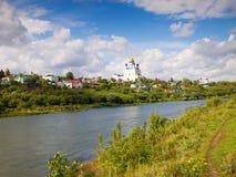Vista da cidade Yelets e do rio Bystraya Sosna Fotos de Stock Royalty Free