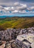 Vista da cimeira pedregulho-coberta de Blackrock no parque nacional de Shenandoah fotografia de stock