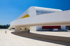 Vista da construção do centro de Niemeyer em Aviles, Espanha Imagem de Stock Royalty Free