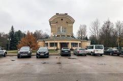Vista da construção do crematório de Riga situada na rua de Varonu em Riga, Letónia fotos de stock royalty free