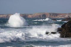 Vista da costa da praia no Algarve, Portugal Fotografia de Stock
