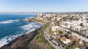 Vista da costa de cima em La Jolla, Califórnia imagem de stock royalty free