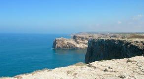 Vista da costa no Algarve português fotografia de stock