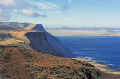 Costeie Risco de Famara, Lanzarote, Ilhas Canárias, Spain foto de stock royalty free
