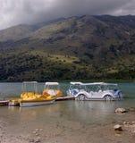Vista da Creta da ilha de Kournas do lago, Grécia foto de stock