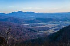 Vista da espinha dorsal dos diabos e do Piedmont de Virgínia, EUA Imagens de Stock