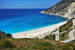 Vista da estrada bonita a encalhar, Kefalonia da baía de Myrtos, ilhas Ionian Imagem de Stock Royalty Free