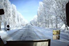 Vista da estrada coberto de neve imagens de stock