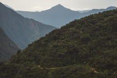 Vista da estrada de Yungas ou da estrada da morte fotos de stock royalty free
