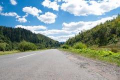 Vista da estrada nas montanhas Imagens de Stock