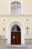 Vista da fachada de uma igreja Imagens de Stock Royalty Free