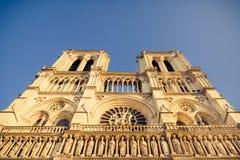 Fachada da parte superior do Notre Dame de Paris fotos de stock royalty free