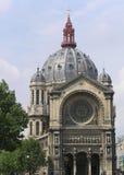 Vista da fachada da igreja de St Agostinho, Paris, França imagens de stock royalty free