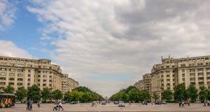 Vista da fachada velha do arhitecture do quadrado de Constitutiei, Bucareste Imagem de Stock Royalty Free