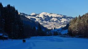Vista da Feutersoey verso Gstaad Scena di inverno in Svizzera Fotografia Stock