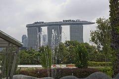 Vista da fonte em Marina Barrage fotos de stock