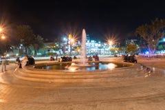 Vista da fonte no quadrado no grande círculo árabe da revolta na noite imagem de stock royalty free