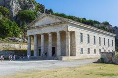 Vista da fortaleza velha de Corfu com a igreja ortodoxa de St George imagem de stock royalty free