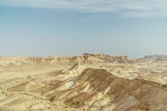 Vista da garganta na paisagem do deserto seco em Israel Imagens de Stock