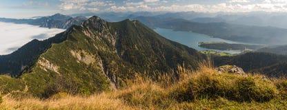 Vista da Heimgarten e da Herzogstand nelle alpi bavaresi Fotografia Stock Libera da Diritti