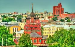 Vista da igreja do esmagamento em Yaroslavl, Rússia fotografia de stock
