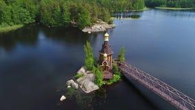 Vista da igreja do vídeo aéreo de St Andrew Região de Leninegrado, Rússia filme