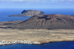 Vista da ilha de Graciosa (montagem Mojon) do del Rio de Mirador, Lanz fotografia de stock royalty free