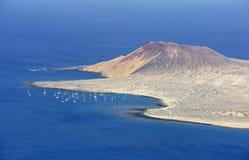Vista da ilha de Graciosa do del Rio de Mirador, ilha de Lanzarote imagem de stock