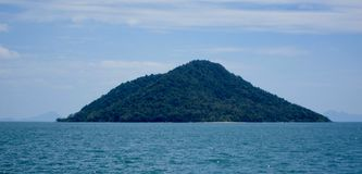 Vista da ilha de Ko Kam, Tailândia imagens de stock
