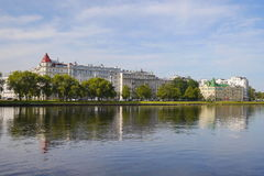 Vista da ilha de Krestovskiy (crista) em St Petersburg Foto de Stock