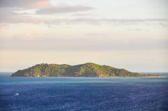 Vista da ilha do naufrágio em Fiji Imagens de Stock