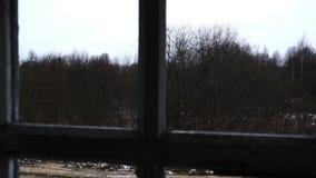 Vista da janela da casa abandonada filme