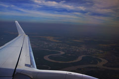 vista da janela plana acima de Ubonratchathani Tailândia, rio da lua Foto de Stock