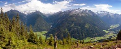 Vista da Kitzbuheler Alpen alle alpi dell'austriaco di Hohe Tauern Immagini Stock Libere da Diritti
