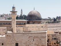 Vista da mesquita do al-Aqsa e da torre EL-Ghawanima na cidade velha do Jerusalém, Israel imagem de stock