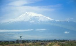 Vista da montagem Artarat, vale de Ararat Beira com Turquia, torre de vigia arménia Fotografia de Stock Royalty Free