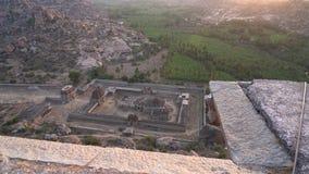 Vista da montagem Matanga com o templo video estoque