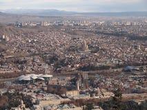 Vista da montagem Mtatsminda sobre Tbilisi (Geórgia) Fotos de Stock Royalty Free