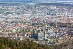 Vista da montanha de Uetliberg da cidade de Zurique fotos de stock