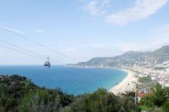 Vista da montanha na praia do ` s de Cleopatra em Alanya Turquia Fotografia de Stock