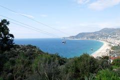 Vista da montanha na praia do ` s de Cleopatra em Alanya Turquia Dia ensolarado Fotos de Stock