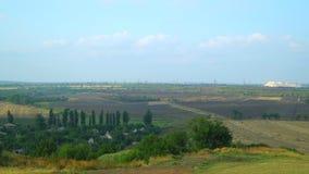 Vista da montanha no campo arado Imagens de Stock Royalty Free