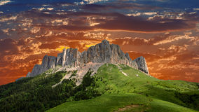 Vista da montanha Thach grande, montanha bonita no Caucas Fotos de Stock Royalty Free