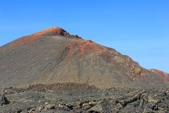 Montanha vulcânica no parque nacional de Timanfaya, ilha de Lanzarote, fotos de stock