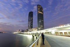 Vista da noite das torres gêmeas de Xiamen imagens de stock