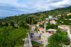 Vista da parede da fortaleza à barra da cidade e à mesquita de Omerbashich, Montenegro Fotos de Stock Royalty Free