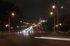 Vista da parte superior às estradas transversaas urbanas Fotografia de Stock Royalty Free